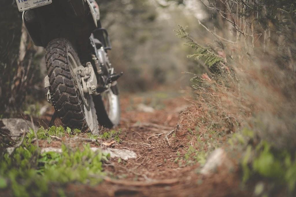 Calibrar o pneu da moto é um cuidado importante